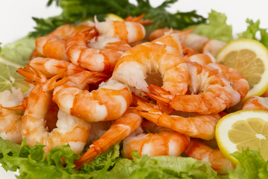 steamed shrimp in a bed of lettuce with lemons